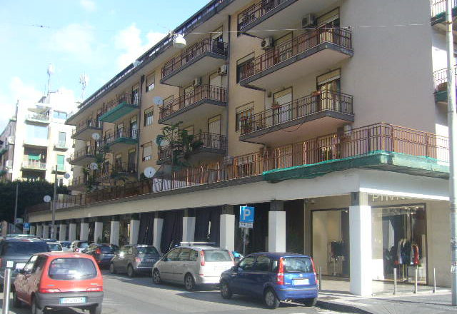 Appartamento trivani arredato in affitto zona corso italia for Contratto locazione immobile arredato