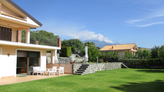Villa singola con piscina in vendita a Viagrande