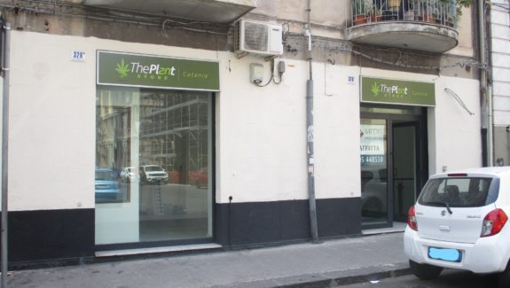Bottega in affitto con deposito via Umberto, Ionio - Catania