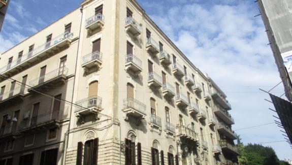 Appartamento in vendita via Etnea - Catania